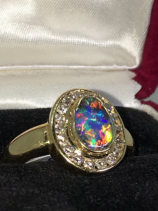 1.50ct Opal (bean shaped) & Diamond Ring in 18K Yellow Gold