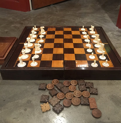Rosewood & Satinwood Chess Board + Chess Pieces