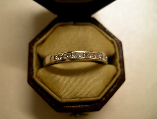 18K Gold band with 11 Diamonds