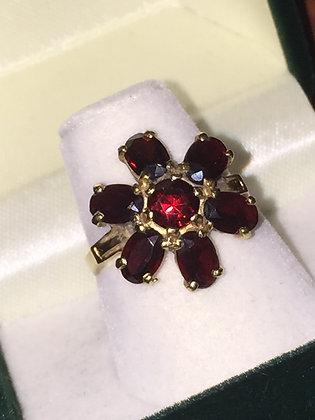 14K Gold & Garnet Flower Ring