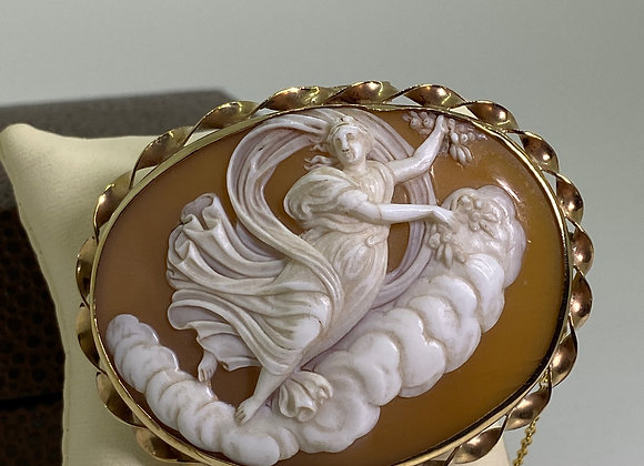 Finely Carved Shell Cameo Brooch Pendant in 9K Gold