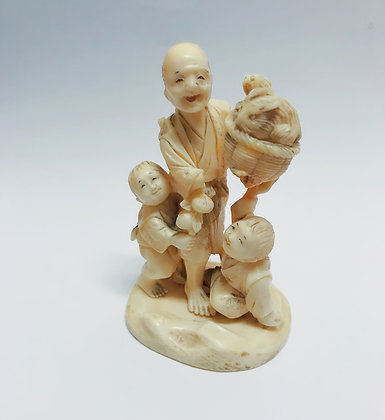 """An Antique Japanese Okimono """"Fisherman and children"""" A/F"""