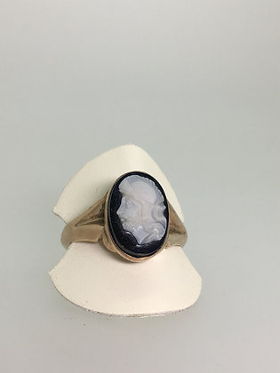 An Antique 18K Gold Hardstone (Onyx) Cameo Signet Ring