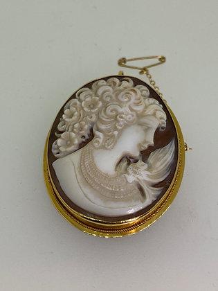 18K Gold Finely Craved Italian Conchiglia Shell Cameo Brooch