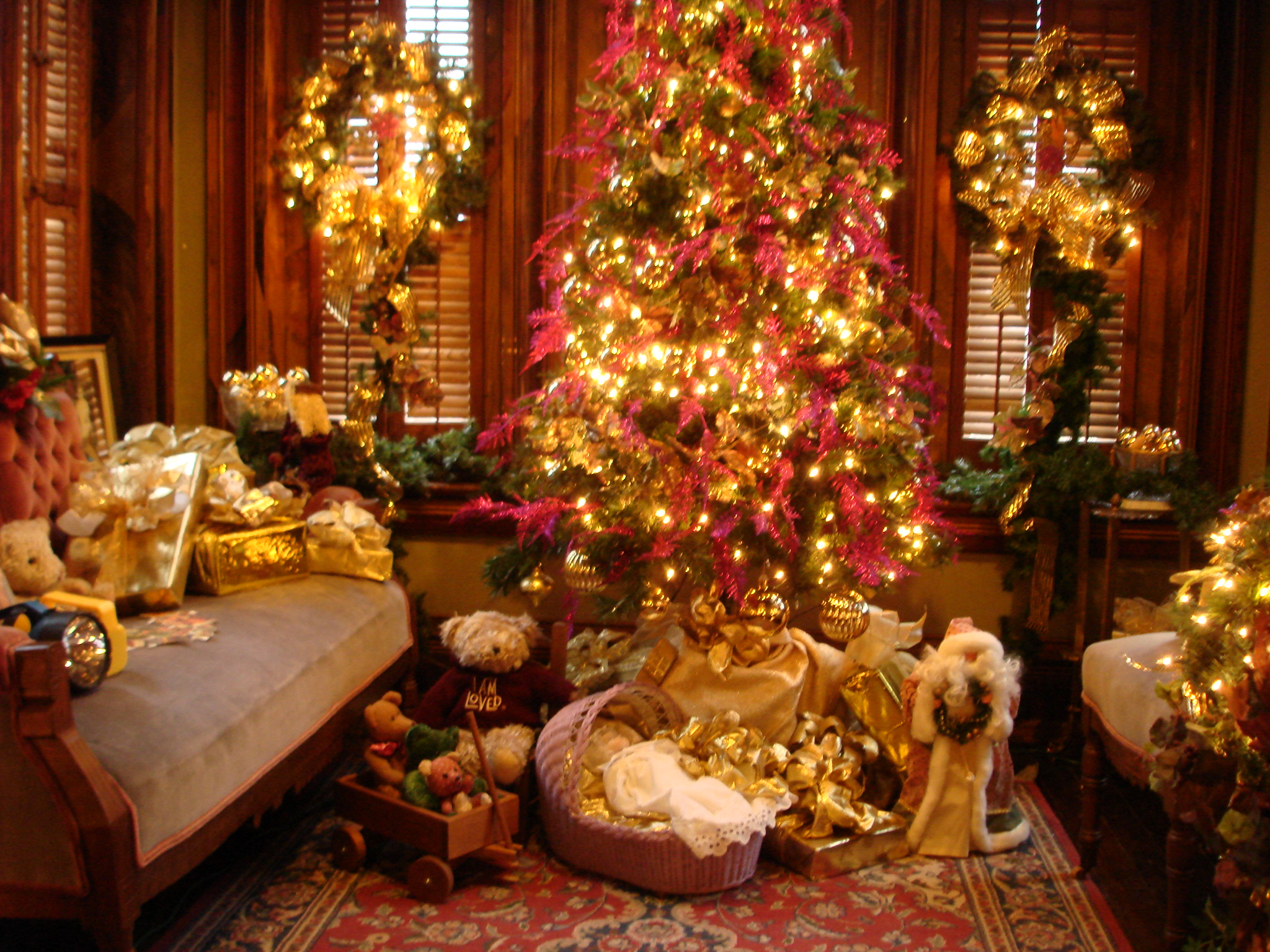 vaile-mansion-christmas-interior