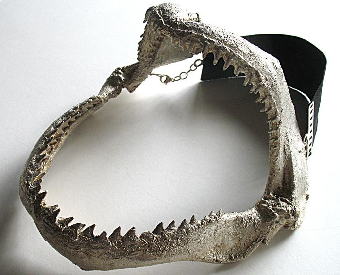 Silver, shark jaw, elastic