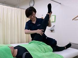ストレッチで身体中の筋肉を伸ばします。