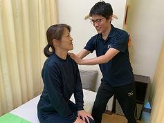 問診は細かく、しっかり患者さんの状態を把握します。