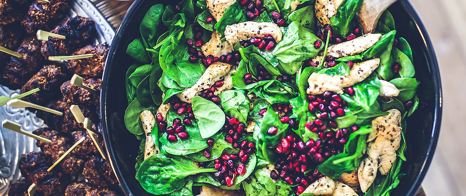 Chicken salad with spinach and pomegranite