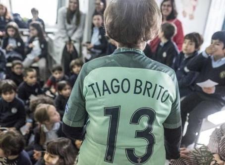 Campeão da Europa recebido como herói no regresso à escola | JN-TAG