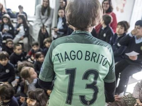 Campeão da Europa recebido como herói no regresso à escola   JN-TAG