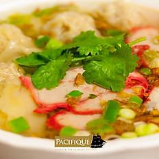 Soupe de nouilles aux raviolis de porc