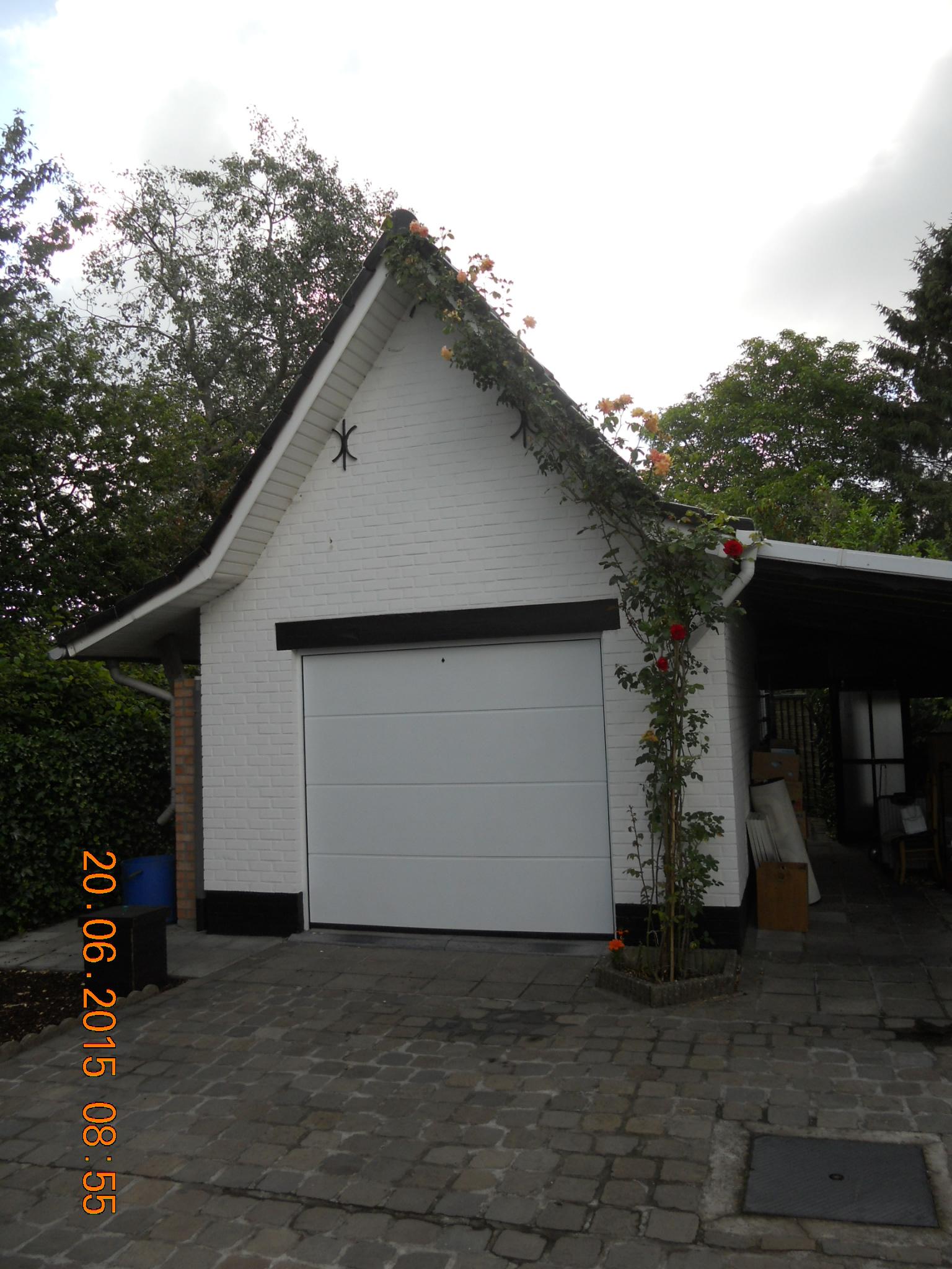 Aparte garage achter