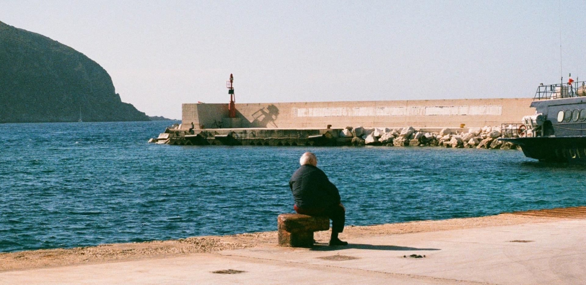 Port of Favignana, Man waiting to go to Pantelleria