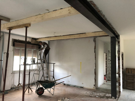 Installazione putrelle in ferro e pilastri in ferro per rinforzare il solaio
