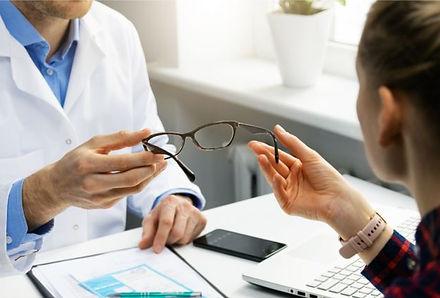 Consegna Occhiali, Ottico Optometrista,