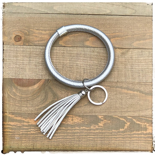 O keyring silver faux leather
