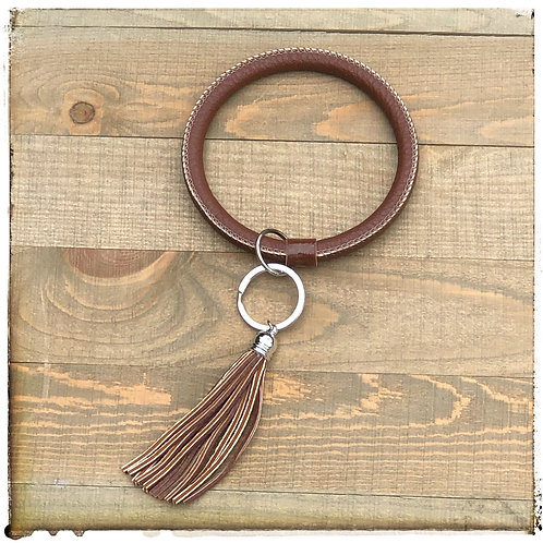 O key ring brown faux leather