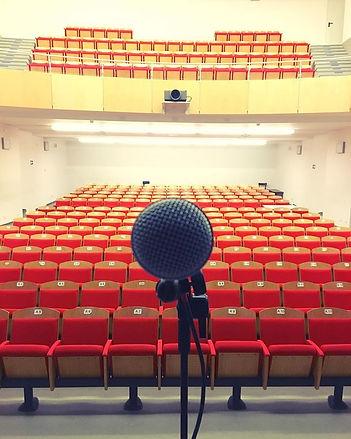 foto teatro microfono.jpg