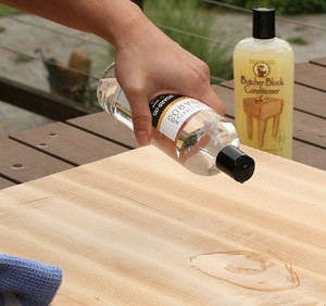 Let the oil soak into the cutting board.