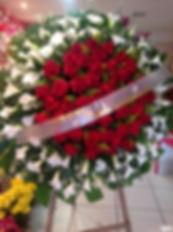 copo de leite e rosas vermelha coroa.JPG