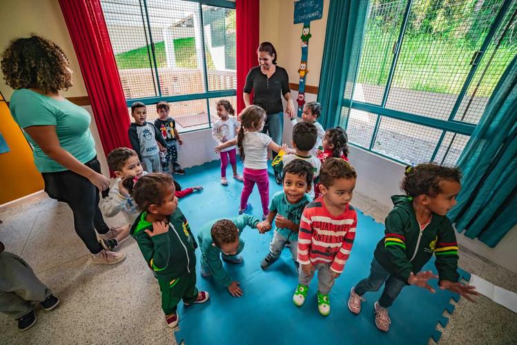 criancas-escola-ajuda-social-educacao-4.