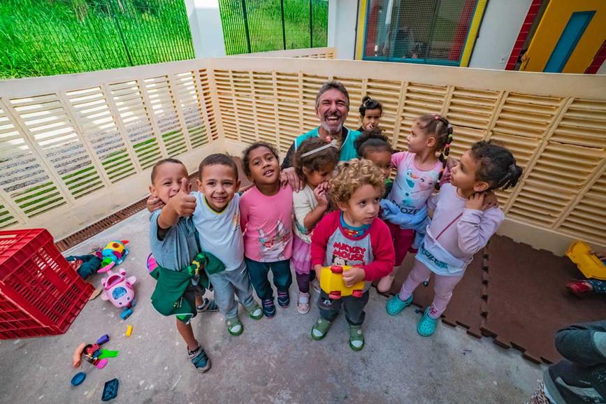 criancas-escola-ajuda-social-educacao-6.