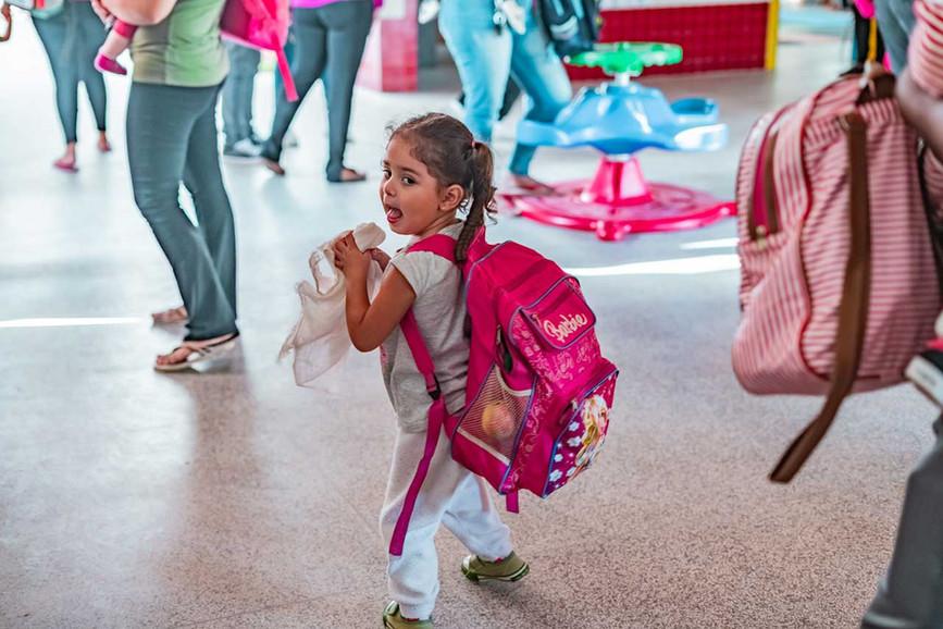 criancas-escola-ajuda-social-educacao-5.