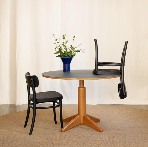 COLUMN dining table