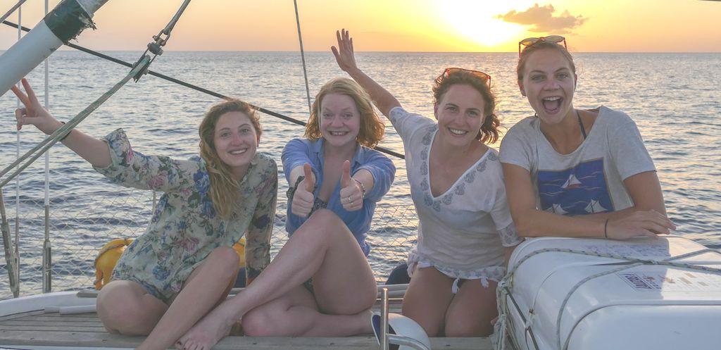 Fiesta single en barco velero Ibiza