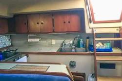 Cocina y acceso al interior
