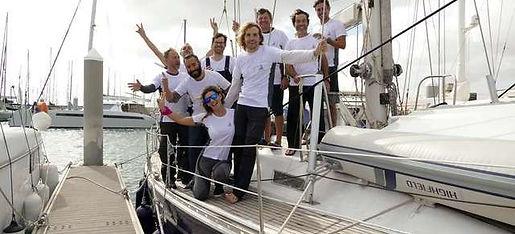 Tripulantes del barco ingles tras realizar la travesía