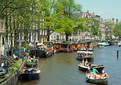 1280px-Canal_in_Jordaan,_Amsterdam_(9258