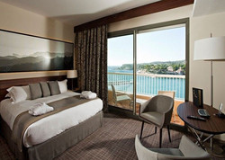 pl18497723-modern_luxury_hotel_bedroom_f