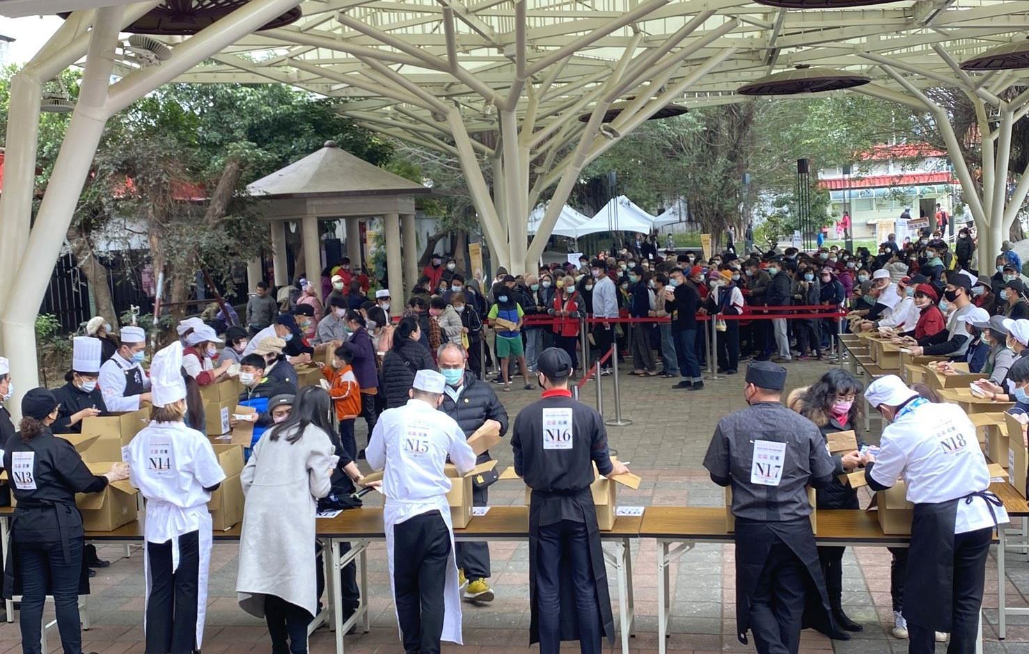 主辦單位提供500人份參賽客家小炒,廣獲民眾支持
