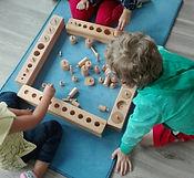 Aire sensorielle, atelier Montessori, les 4 emboitements cylindriques