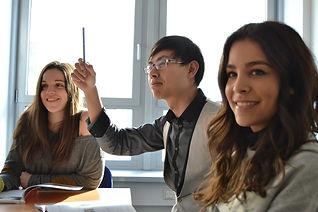 students-702089_1920.jpg