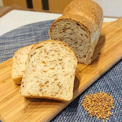 アマニロースト食パン.jpg
