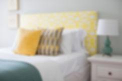 Синий и желтый кровать