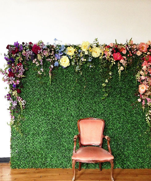 Palm springs photo booth hedge wall