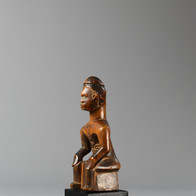 Bembe seated figure, late 19th to early 20th cent