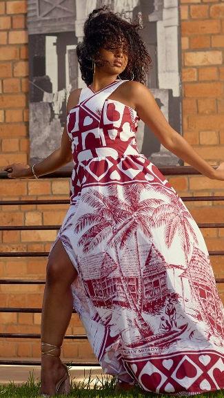 hübsches madagassisches model im Lambahoany Kleid Madagassische Frau Mada