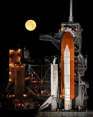 space-shuttle-discovery-night-full-moon-