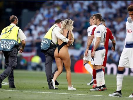 【FB88】Vòng 3 không thể cưỡng lại của kiều nữ gây sốt trận chung kết Champions League