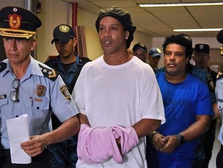 """[fb88vn]Ronaldinho ăn chơi """"thả ga"""" cùng dàn siêu mẫu, mở tiệc mừng sắp được tự do"""