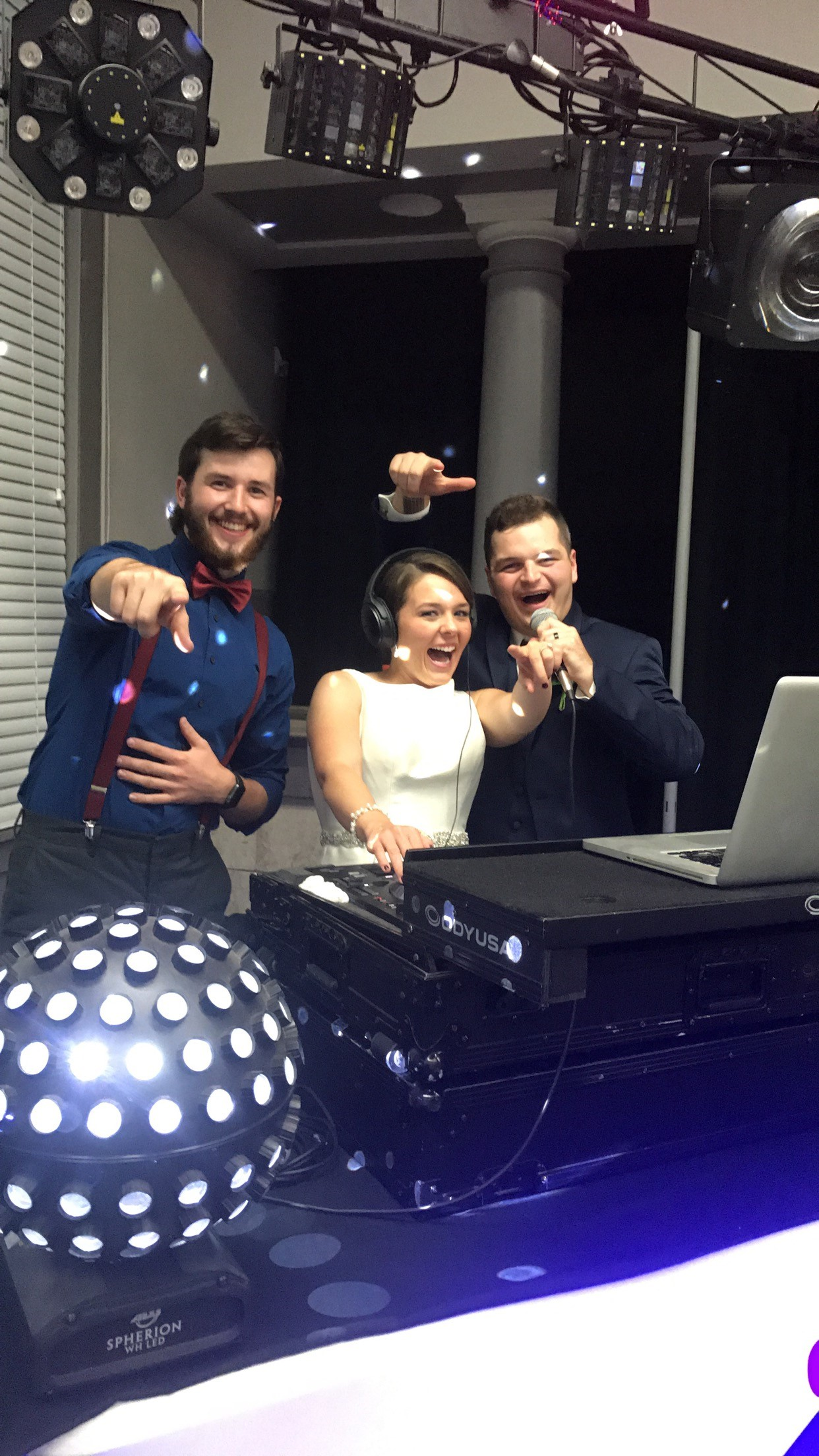 Bride & Groom DJing | BRAVO-Live DJ