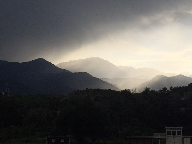 Thunderhead coming in over Pike's Peak. Gorgeous.