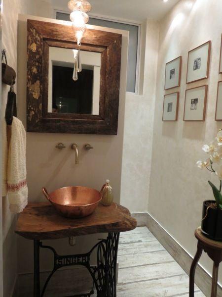 antigo tacho transformado em cuba de banheiro