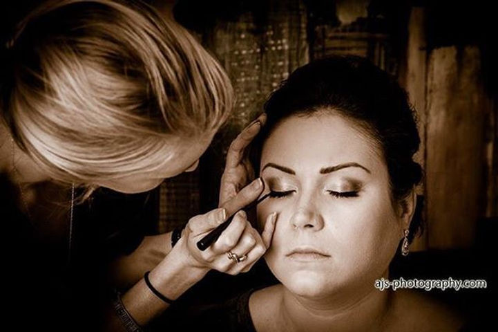 Now booking for 2018!! If you're getting married in 2018 it's best to book your makeup artist ahead