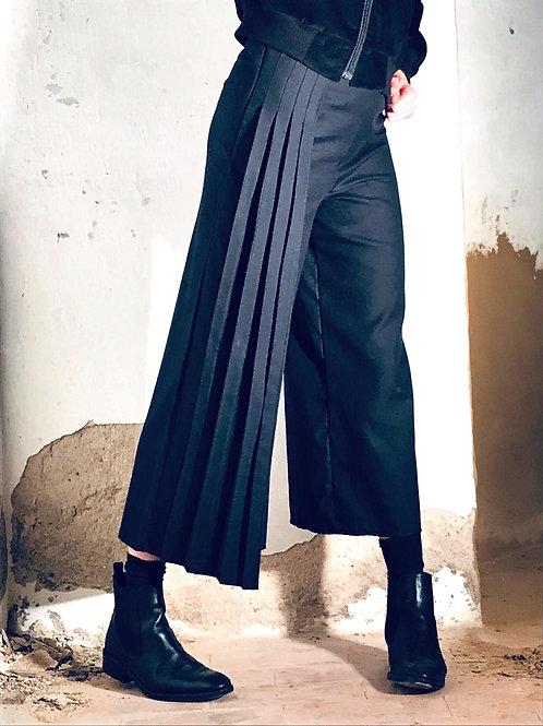 Trousers plissé
